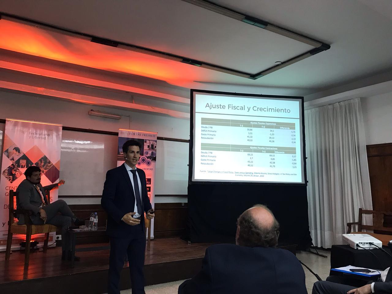 En la Facultad de Ciencias Económicas  de la Universidad Nacional de Jujuy (Diciembre, 2018)